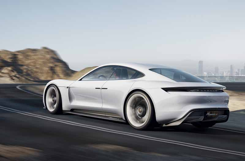 four-seater-sports-mission-e-the-birth-of-the-full-electric-drives-first-porsche20150915-5