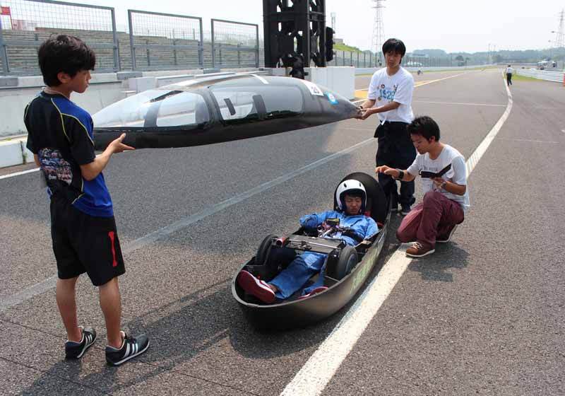 i-was-using-a-rechargeable-battery-eneloop-suzuka-enewan-gp-video-report20150901-3