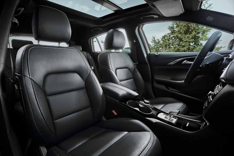 infiniti-active-compact-q30-published-in-iaa201520150916-4
