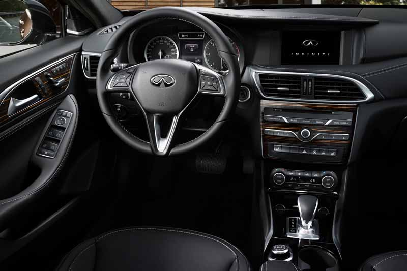 infiniti-active-compact-q30-published-in-iaa201520150916-6