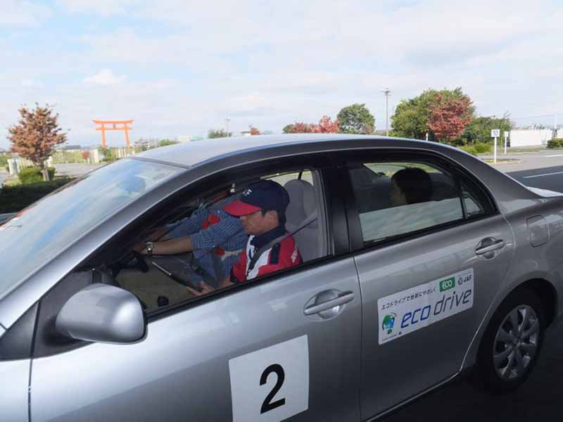 jaf-gifu-in-the-eco-driving-training-participant-recruitment-friendly-to-the-earth-and-your-wallet-with-improved-fuel-efficiency20150924-1
