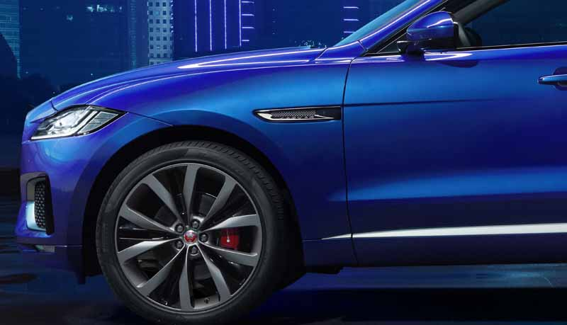jaguars-first-sports-crossover-f-pace-is-the-worlds-first-public-event-914-20150910-2