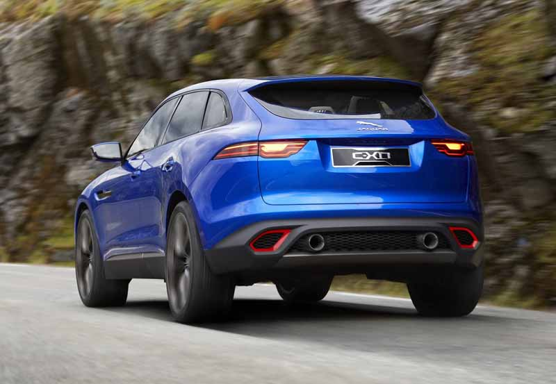 jaguars-first-sports-crossover-f-pace-is-the-worlds-first-public-event-914-20150910-22
