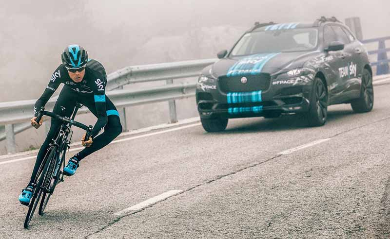 jaguars-first-sports-crossover-f-pace-is-the-worlds-first-public-event-914-20150910-4