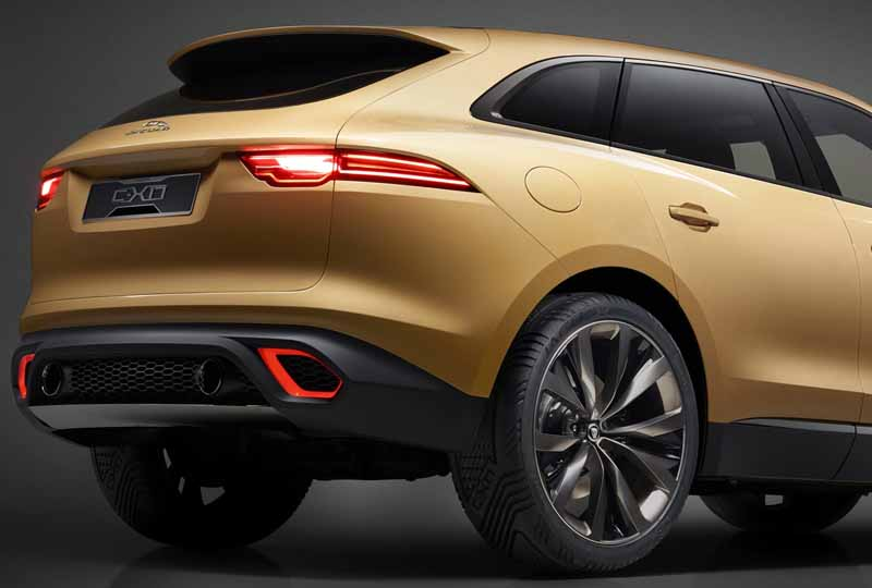 jaguars-first-sports-crossover-f-pace-is-the-worlds-first-public-event-914-20150910-6