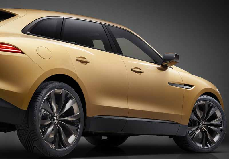 jaguars-first-sports-crossover-f-pace-is-the-worlds-first-public-event-914-20150910-7