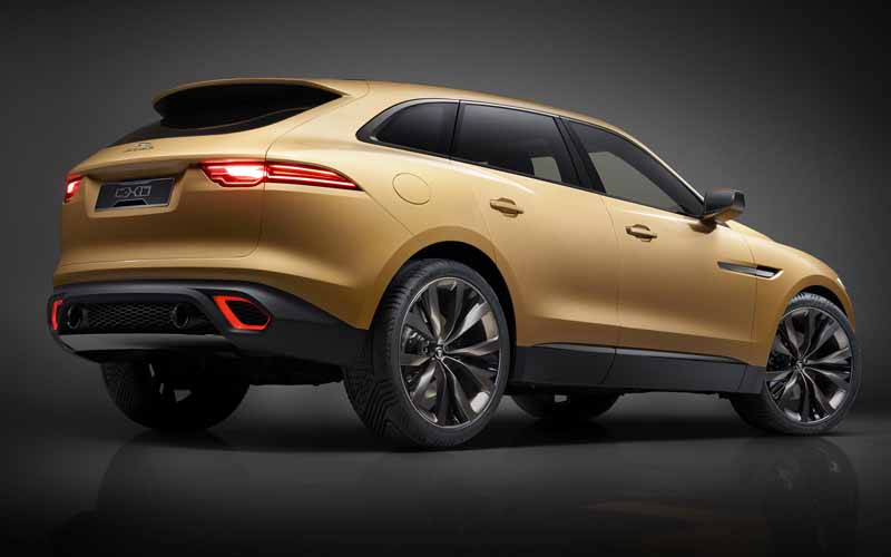 jaguars-first-sports-crossover-f-pace-is-the-worlds-first-public-event-914-20150910-8
