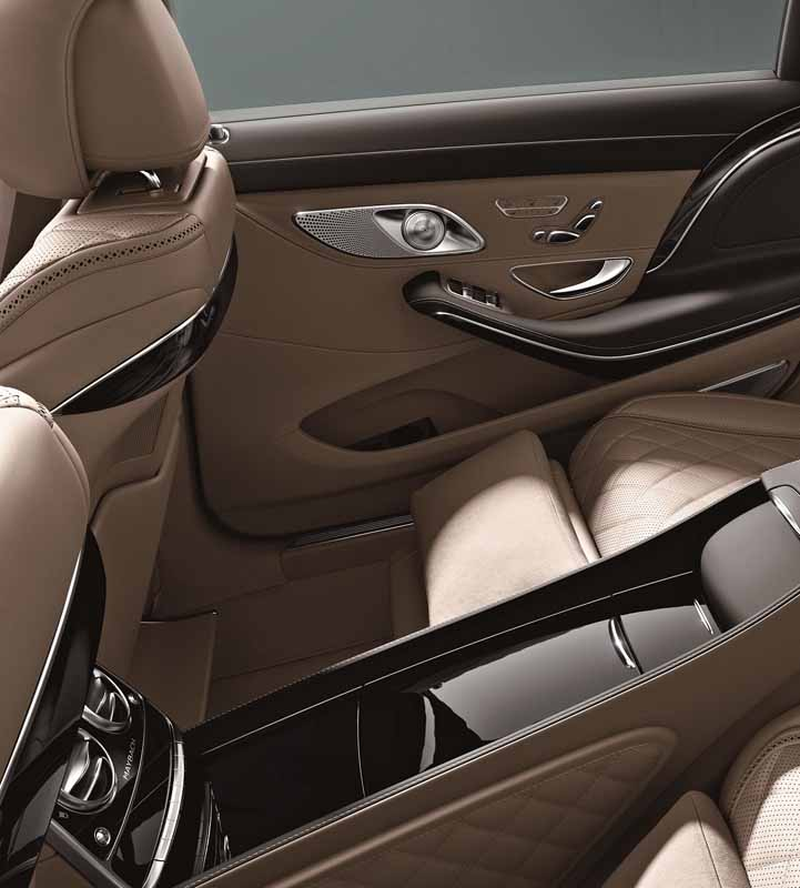 mercedes-maybach-s-550-right-hand-and-the-s-550-4matic-launched20150911-8