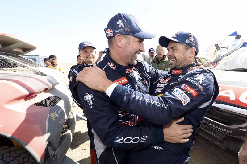 peugeot-1-2-finish-in-china-silk-road-rally20150916-3