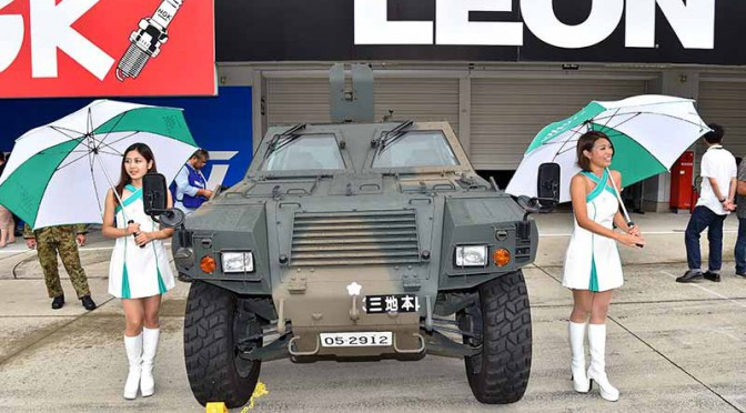 the-komatsu-lav-advent-of-the-self-defense-forces-to-the-super-gt-pittouoku-of-the-fifth-round-suzuka-circuit20150902-1