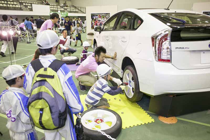 toyota-engineering-society-came-exciting-world-look-experience-manufacturing-held20150925-2