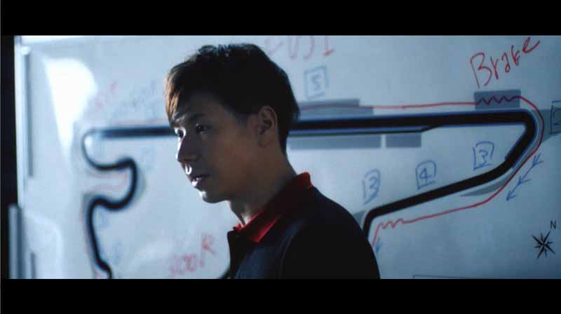 toyota-strange-movie-that-car-ends-up-in-love-with-people-gs-boot-camp-public20150901-5