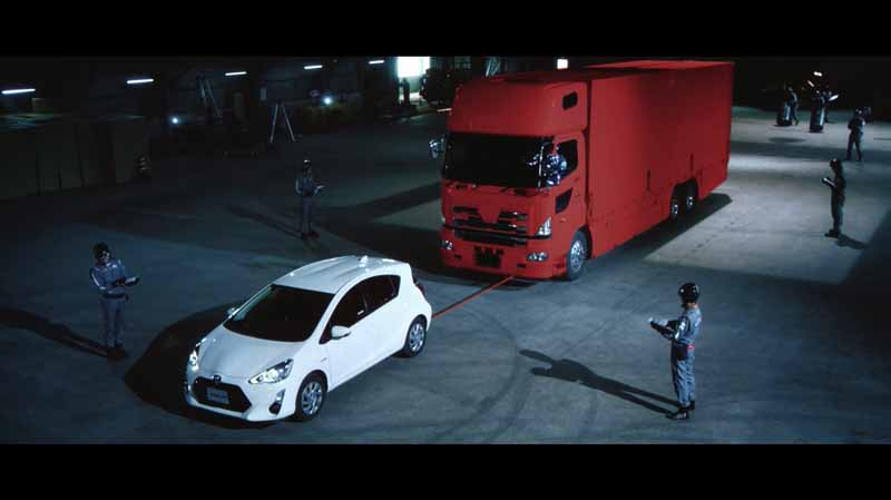 toyota-strange-movie-that-car-ends-up-in-love-with-people-gs-boot-camp-public20150901-8