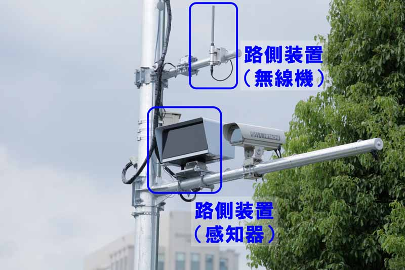 toyota-worlds-first-to-the-new-car-adopts-the-driving-support-system-of-its-dedicated-frequency-utilization20150930-7
