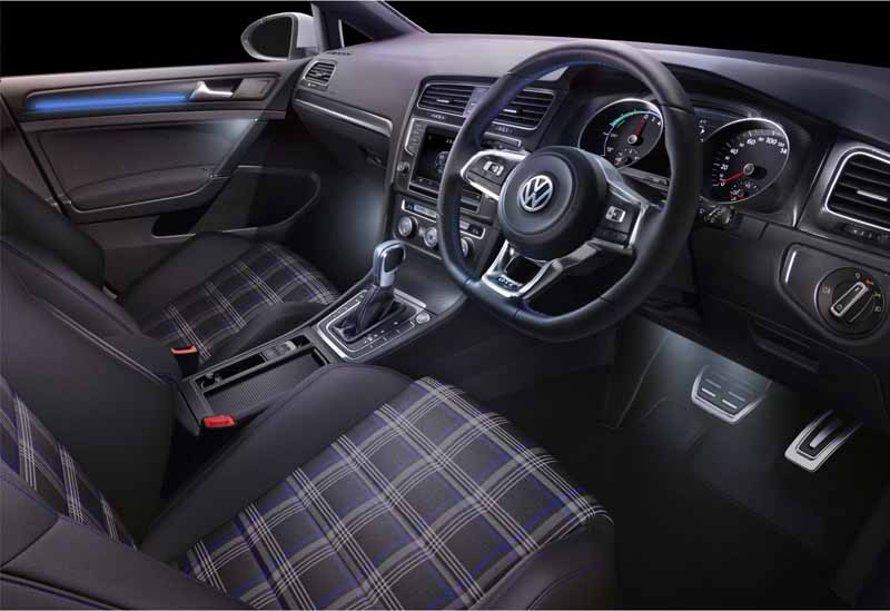 volkswagens-first-plug-in-hybrid-golf-gte-appearance20150908-17