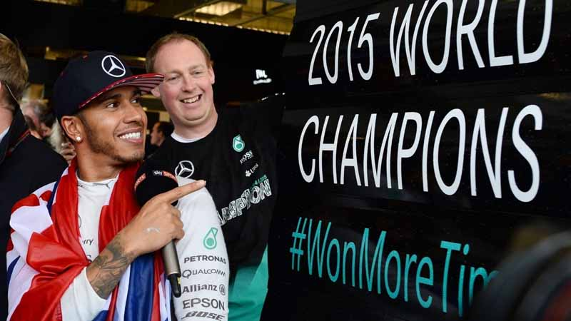 f1-united-states-gp-for-the-third-time-world-champion-in-hamilton-lead20151026-14