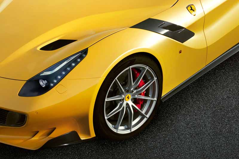 ferrari-f12-tdf-official-debut-in-the-finale-mondiari-of-mugello20151014-12