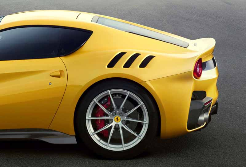 ferrari-f12-tdf-official-debut-in-the-finale-mondiari-of-mugello20151014-14