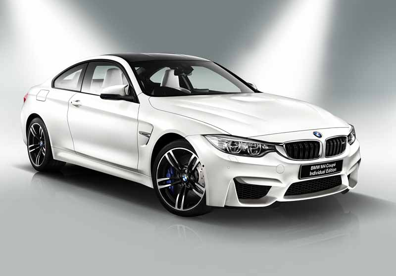 it-appeared-two-bmw-m4-coupe-limited-specification-car20151009-11
