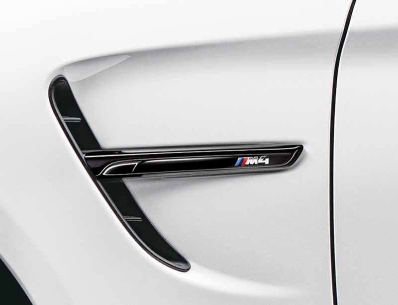 it-appeared-two-bmw-m4-coupe-limited-specification-car20151009-5
