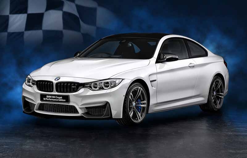it-appeared-two-bmw-m4-coupe-limited-specification-car20151009-7