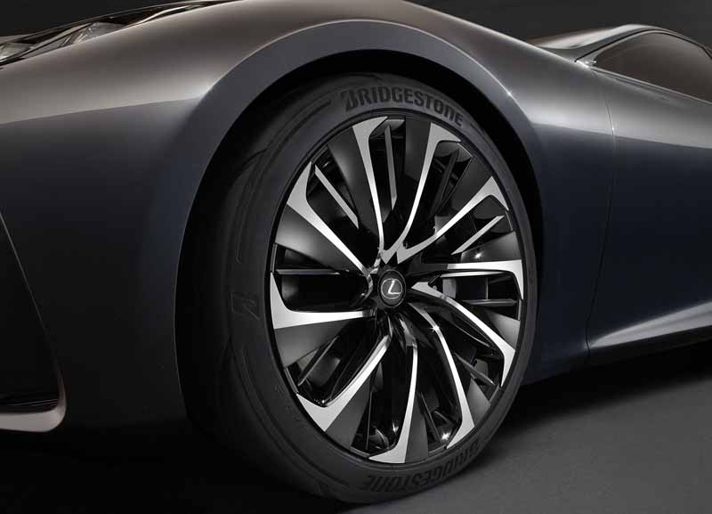 lexus-and-the-world-premiere-of-the-next-generation-of-the-flagship-concept-car-lexus-lf-fc20151028-3