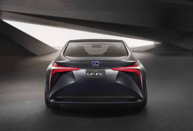 lexus-and-the-world-premiere-of-the-next-generation-of-the-flagship-concept-car-lexus-lf-fc20151028-9
