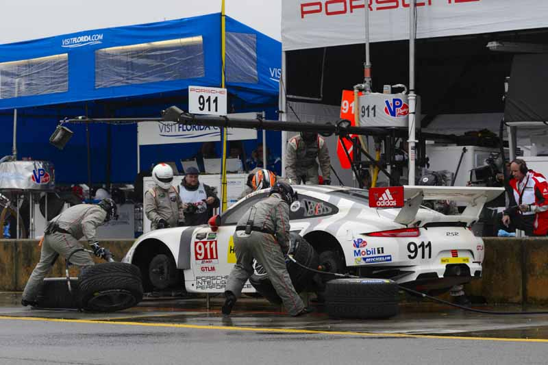 porsche-has-won-the-petit-le-mans-and-won-the-gt-championship-all-titles20151005-3