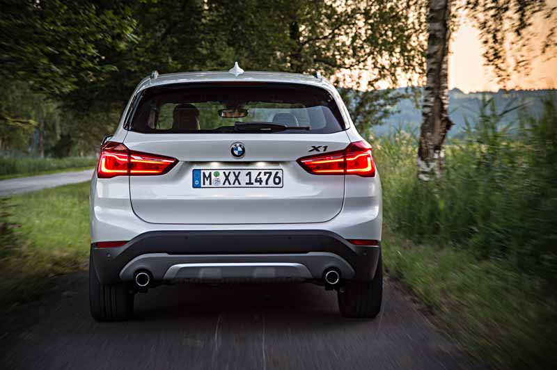 sales-start-from-presentations-and-1024-the-new-bmw-x120151016-14