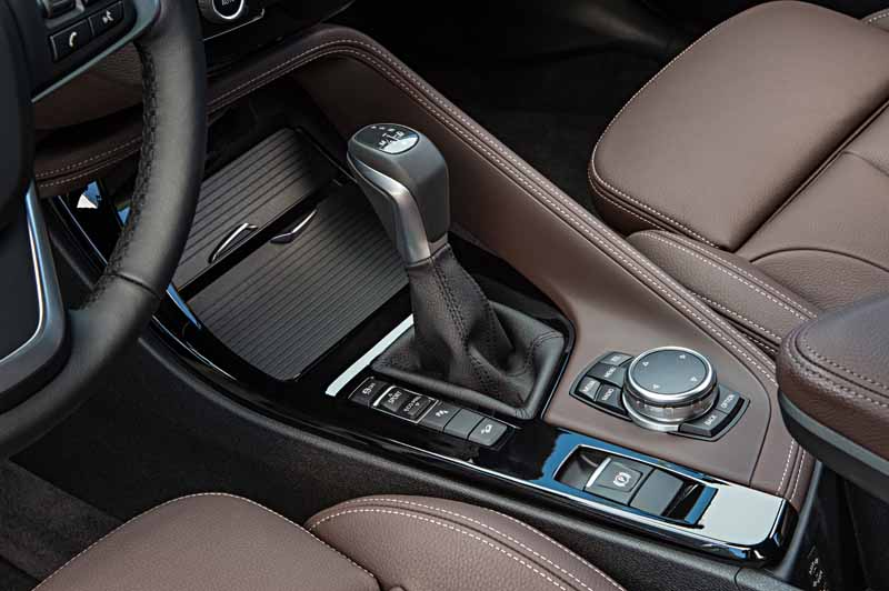 sales-start-from-presentations-and-1024-the-new-bmw-x120151016-6