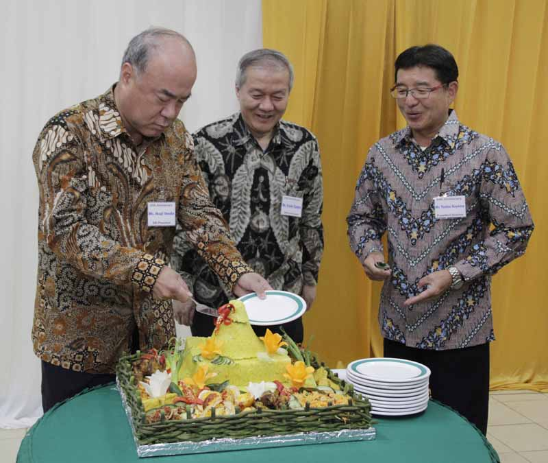 sumi-rubber-indonesia-under-the-umbrella-of-sumitomo-rubber-industries-has-held-a-20th-anniversary-commemoration-ceremony20151007-1