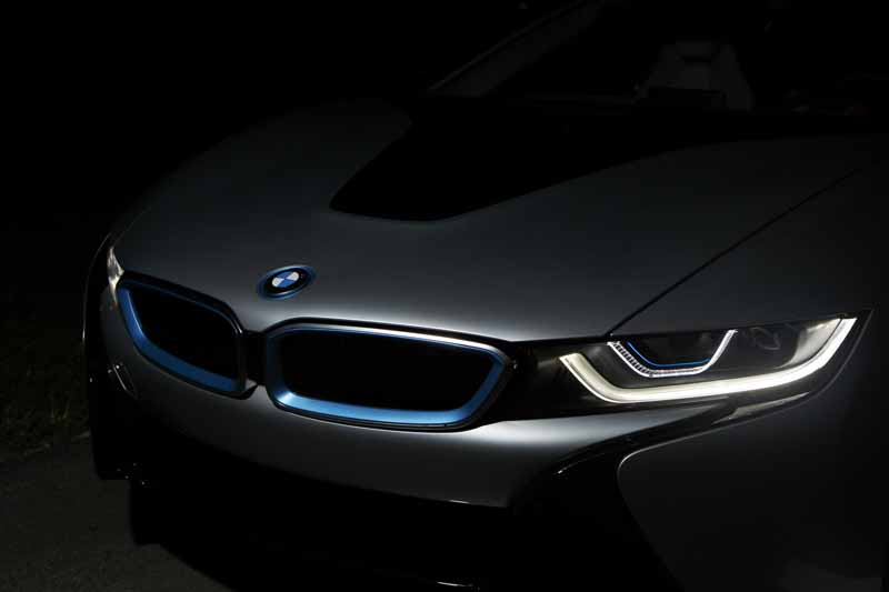the-bmw-i8-introduced-the-next-generation-of-light-technology-bmw-laser-light20151014-5