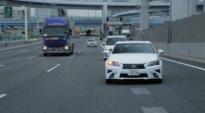 トヨタ自動車、2020年頃の実用化をめざした自動運転実験車を公開