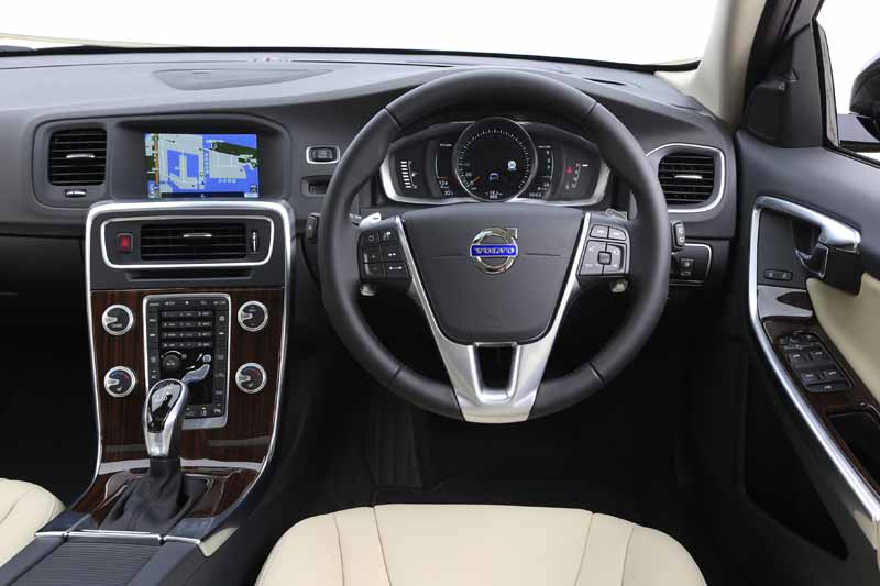 volvo-car-japan-the-new-volvo-v60-cross-country-release20151013-6