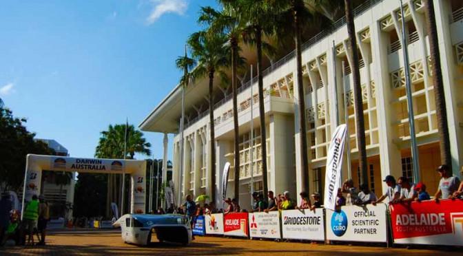 工学院大学のワールドソーラーチャレンジ、大会2日目時点でトップを堅持