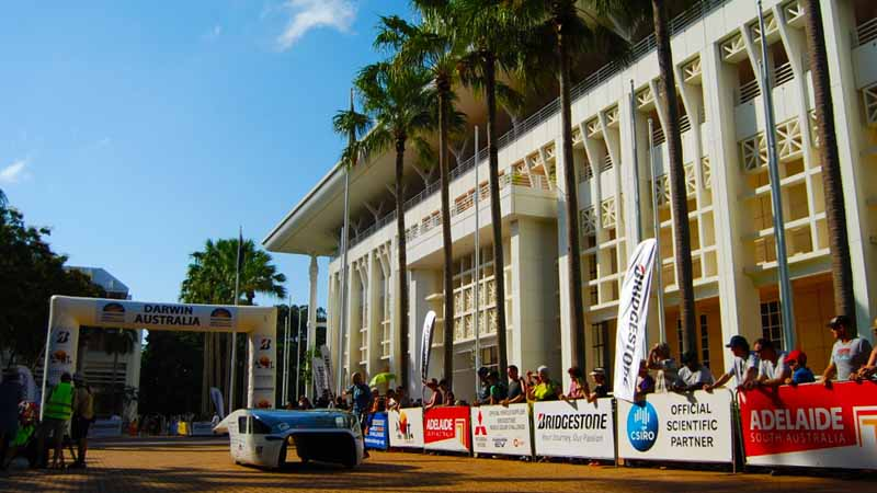 world-solar-challenge-of-kogakuin-university-adhering-to-the-top-at-the-time-tournament-second-day20151020-2