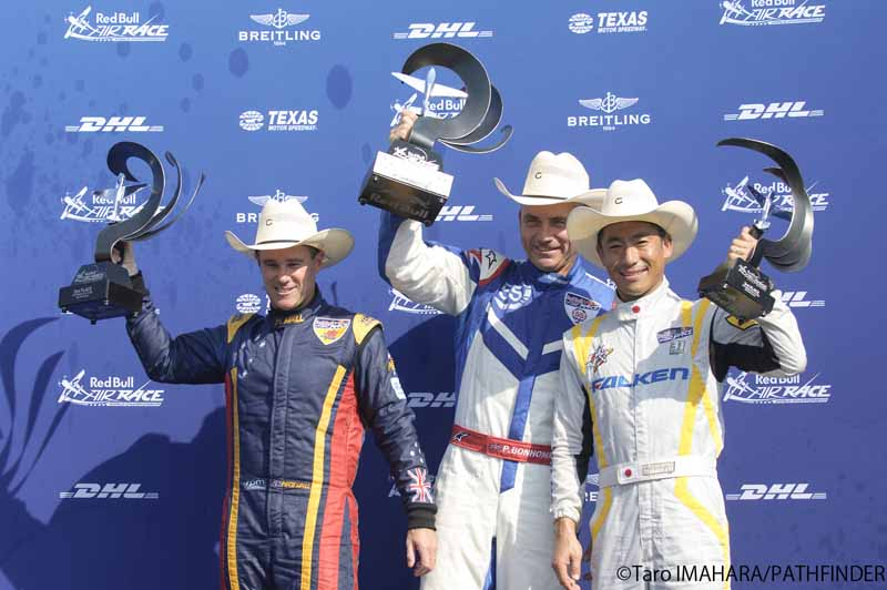 yoshihide-muroya-players-this-season-his-second-third-place-win-at-the-international-air-race-championship-round-720151001-1