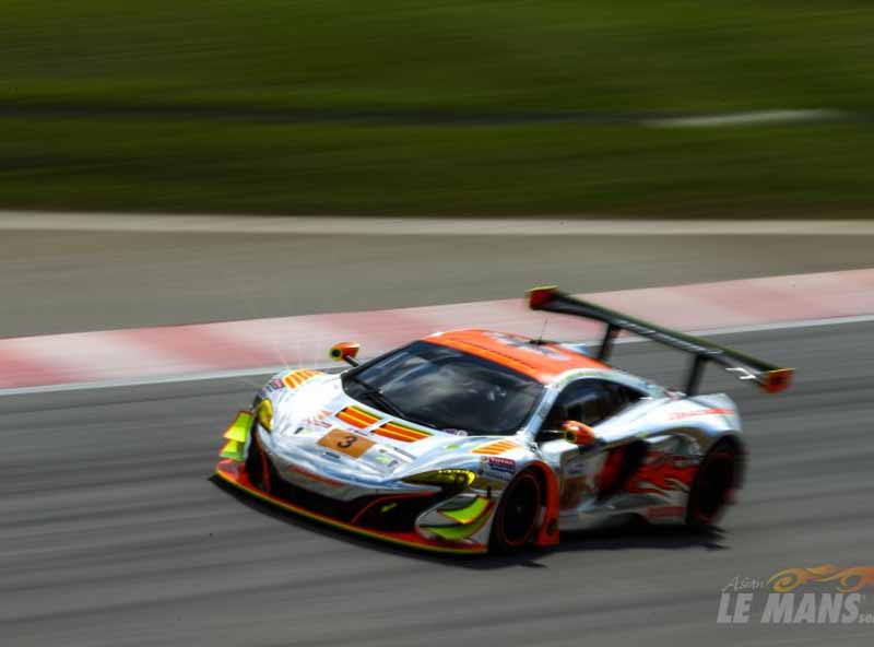 asian-le-mans-series-is-rob-bell-of-mclaren-gt-grab-the-victory-at-sepang-burning20151117-2