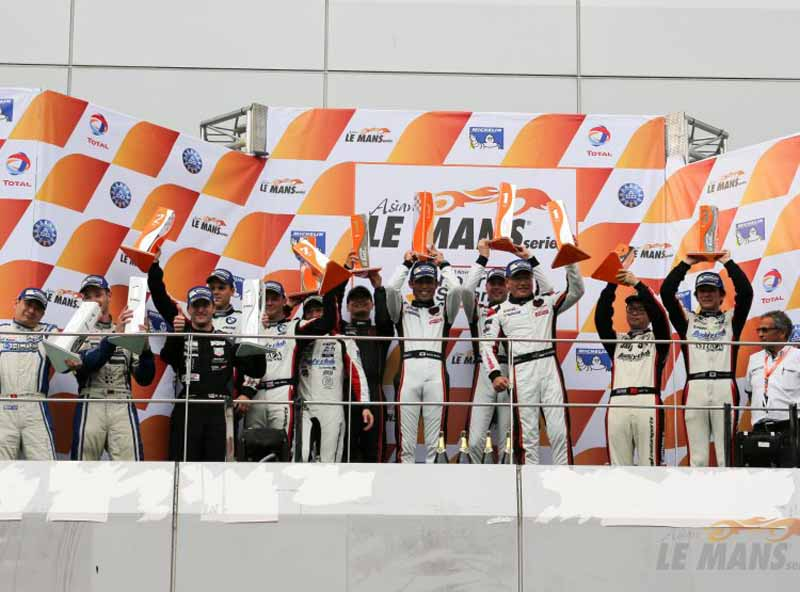 asian-le-mans-series-is-rob-bell-of-mclaren-gt-grab-the-victory-at-sepang-burning20151117-4