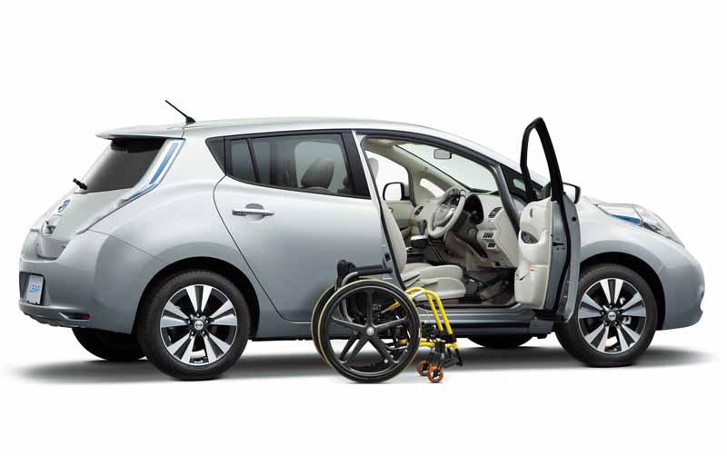 autech-japan-and-improved-revamped-life-care-vehicles-leaf20151110-11