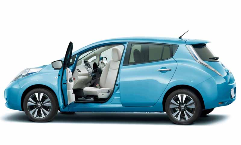 autech-japan-and-improved-revamped-life-care-vehicles-leaf20151110-12