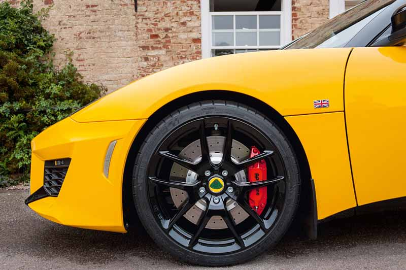 elsie-love-announced-the-lotus-of-the-new-evora-40020151110-14