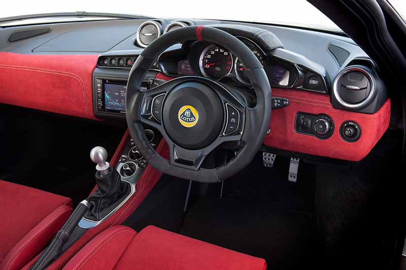 elsie-love-announced-the-lotus-of-the-new-evora-40020151110-7