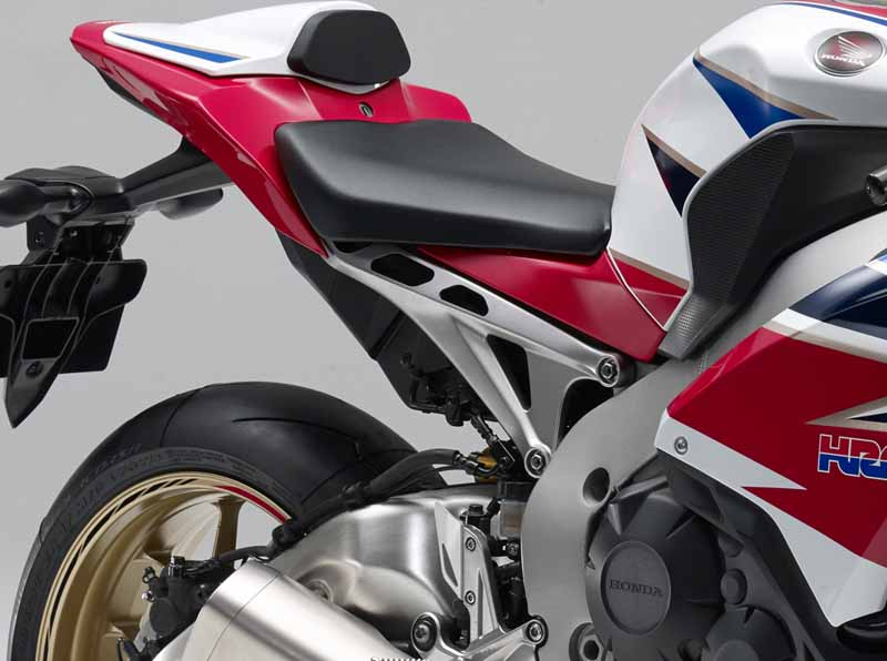 honda-change-and-release-of-body-color-specifications-of-the-cbr1000rr-and-the-cbr1000rr-sp20151127-4