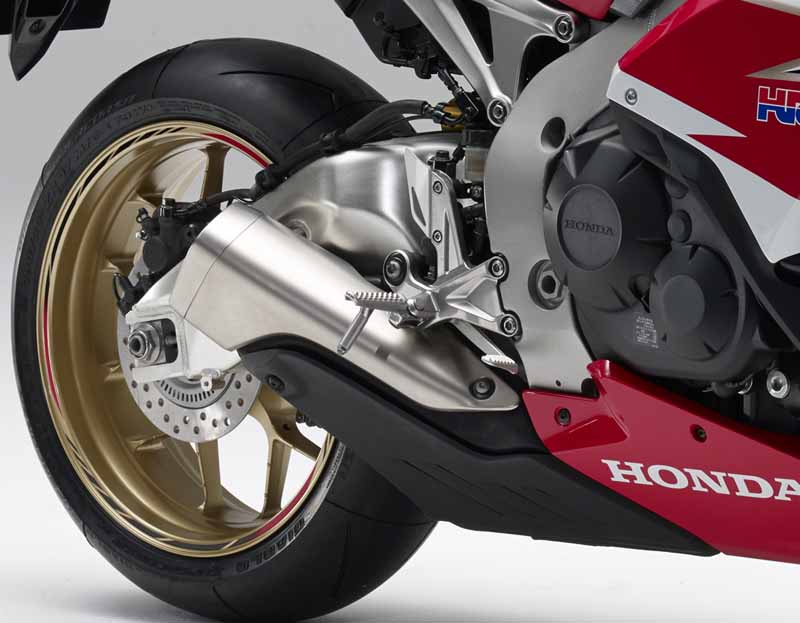 honda-change-and-release-of-body-color-specifications-of-the-cbr1000rr-and-the-cbr1000rr-sp20151127-5