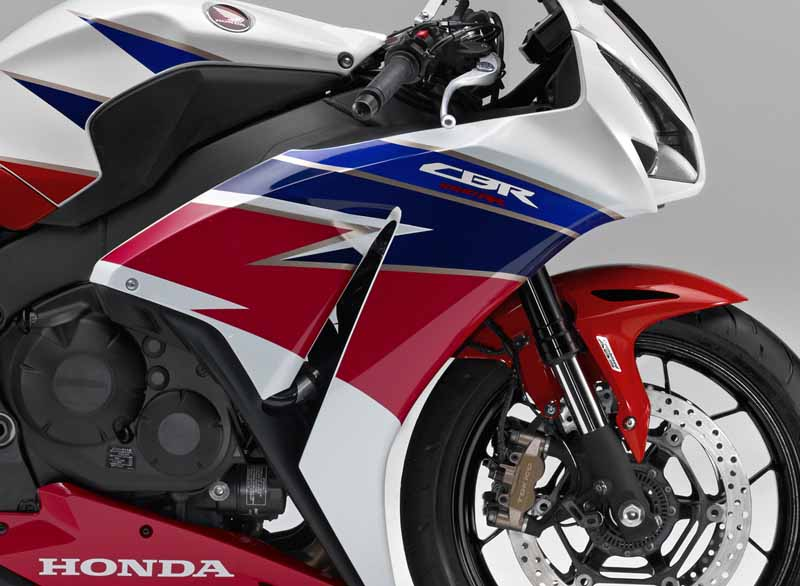 honda-change-and-release-of-body-color-specifications-of-the-cbr1000rr-and-the-cbr1000rr-sp20151127-6