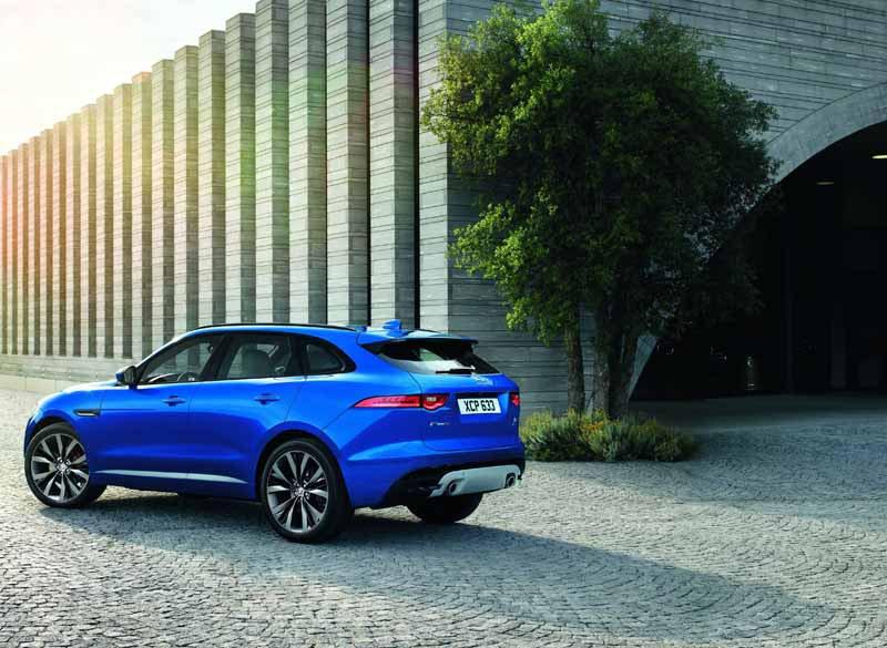 jaguars-first-superlative-suv-f-pace-first-edition-50-cars-futures-orders-start20151102-4
