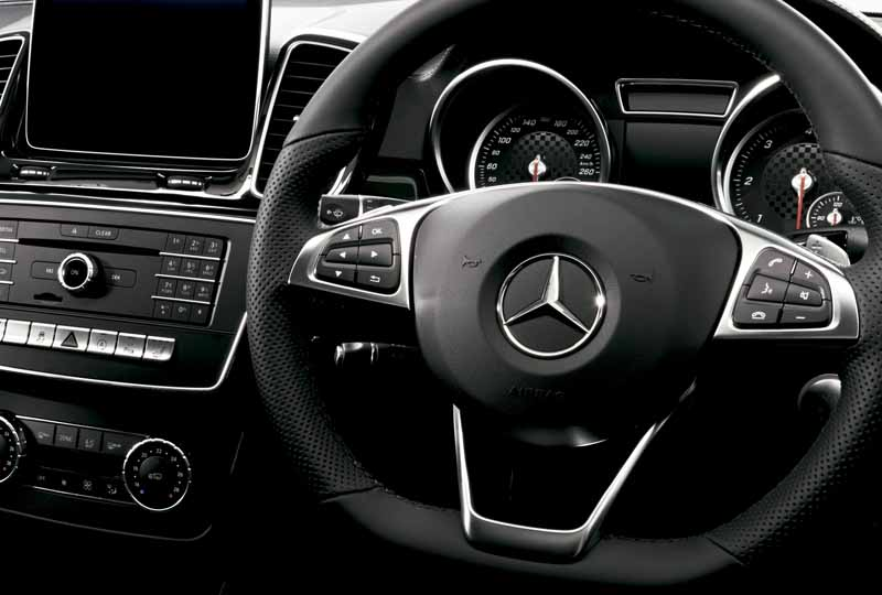 mercedes-benz-japan-the-gle-domestic-input20151101-10