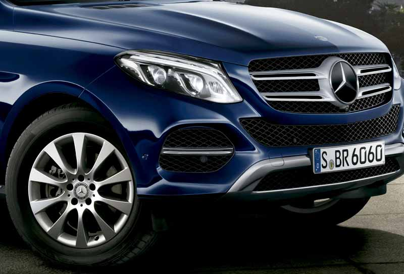mercedes-benz-japan-the-gle-domestic-input20151101-11