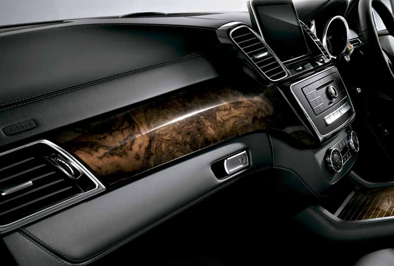 mercedes-benz-japan-the-gle-domestic-input20151101-13